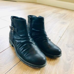 Baretraps black booties